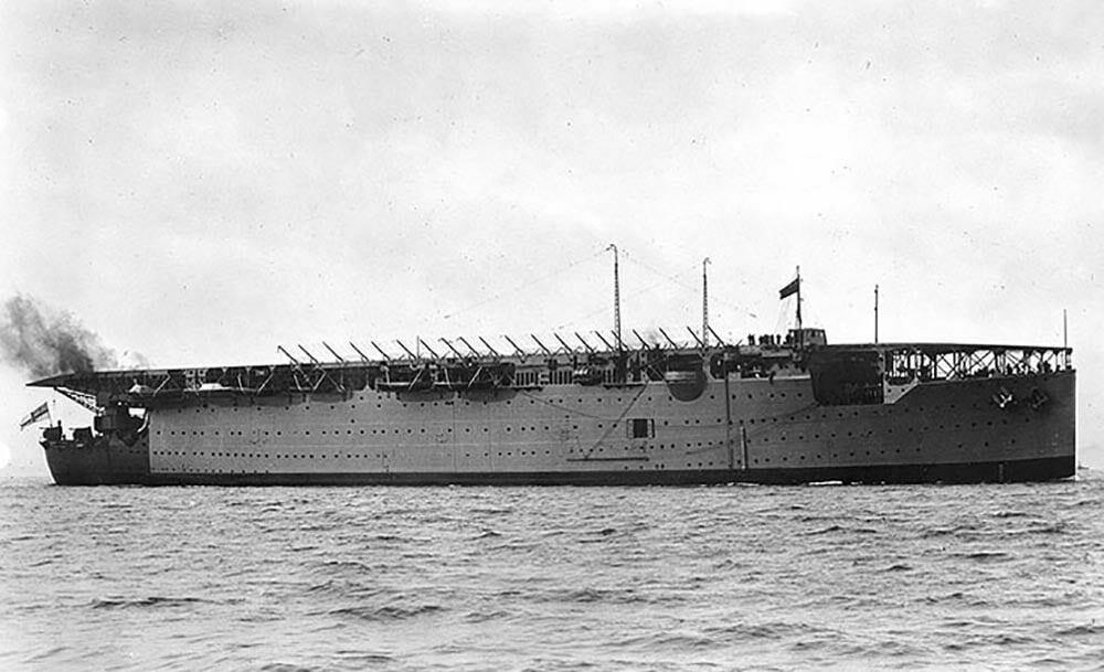 imagem do HMS Argus em 1920
