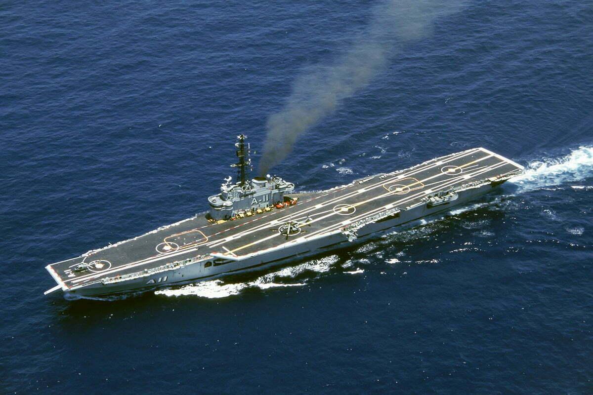 imagem do porta-aviões Minas Gerais