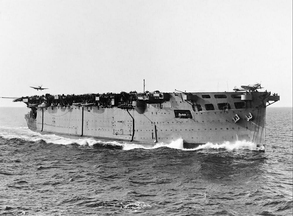 imagem do HMS Argus, o primeiro porta-aviões