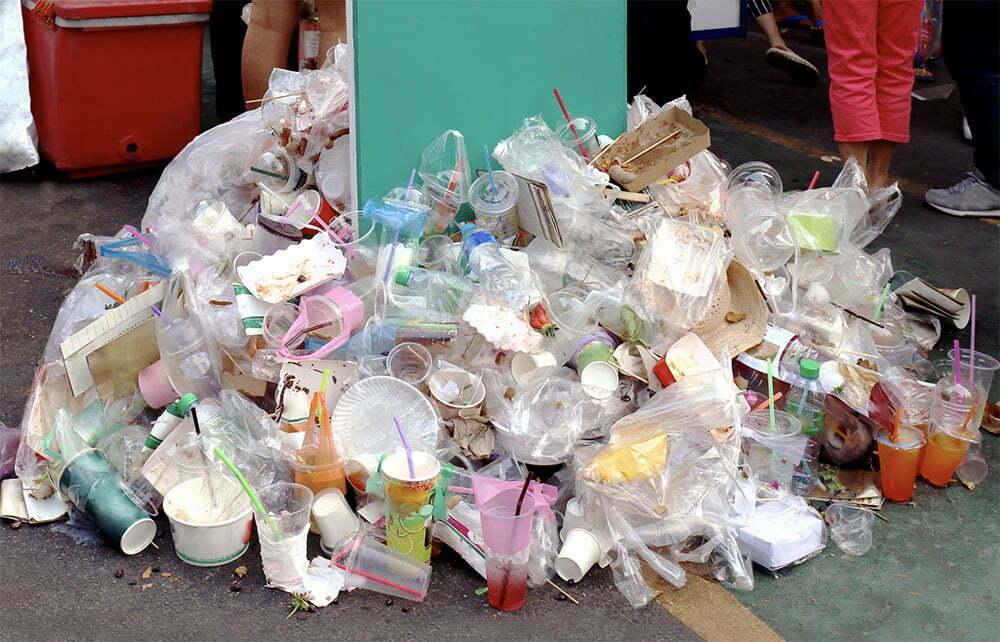 imagem de lixo plástico
