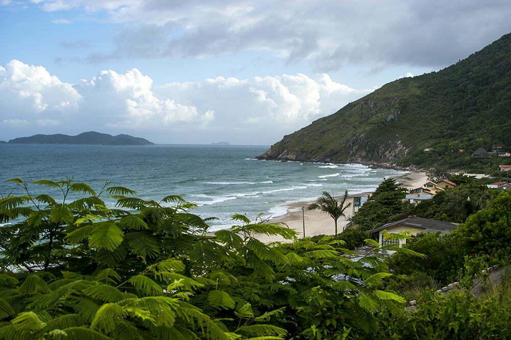 imagem de praia em Santa Catarina