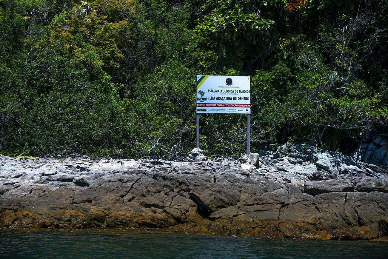 imagem de placa da estação ecológica de Tamoios