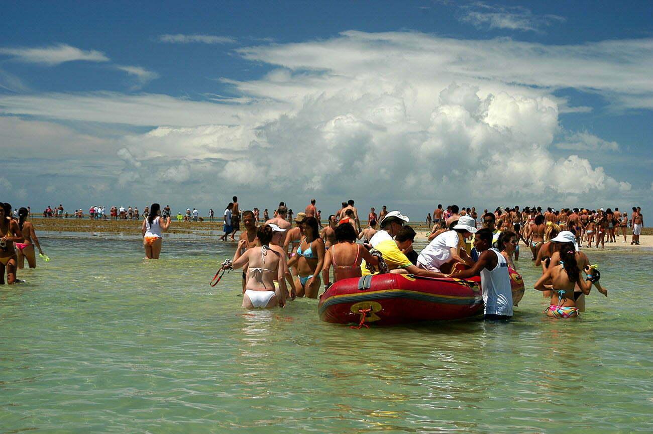 imagem de Turismo em recifes de corais no parque Municipal do recife de Fora