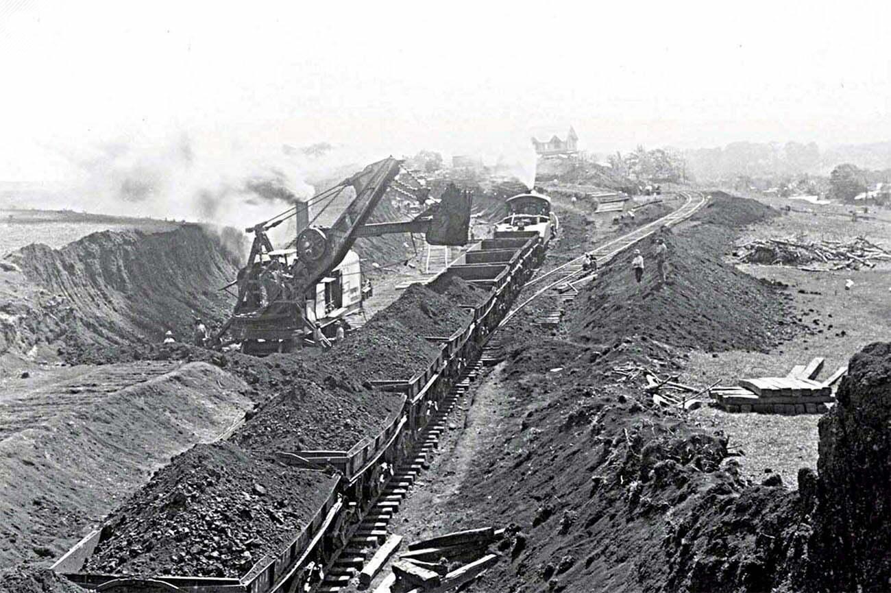 imagem da construção do canal do Panamá