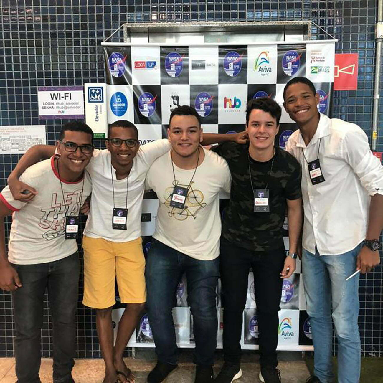 imagem da equipe baiana vencedora de prêmio da Nasa com Projeto para limpar oceanos