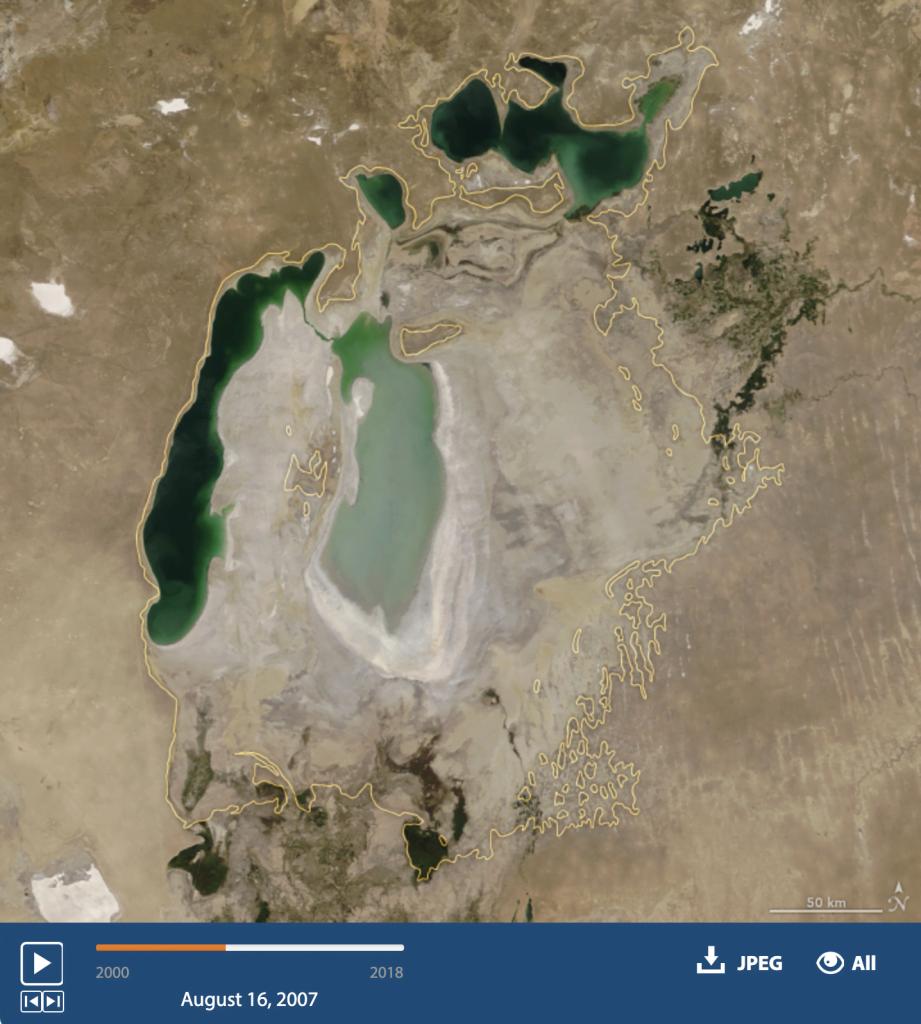 imagem do Mar de Aral em 2013.