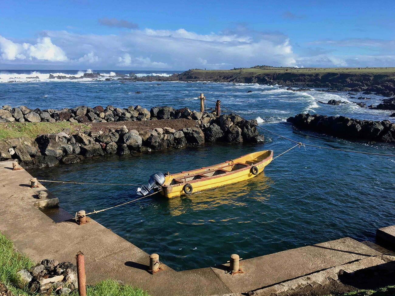 imgem de embarcação em Rapa Nui.