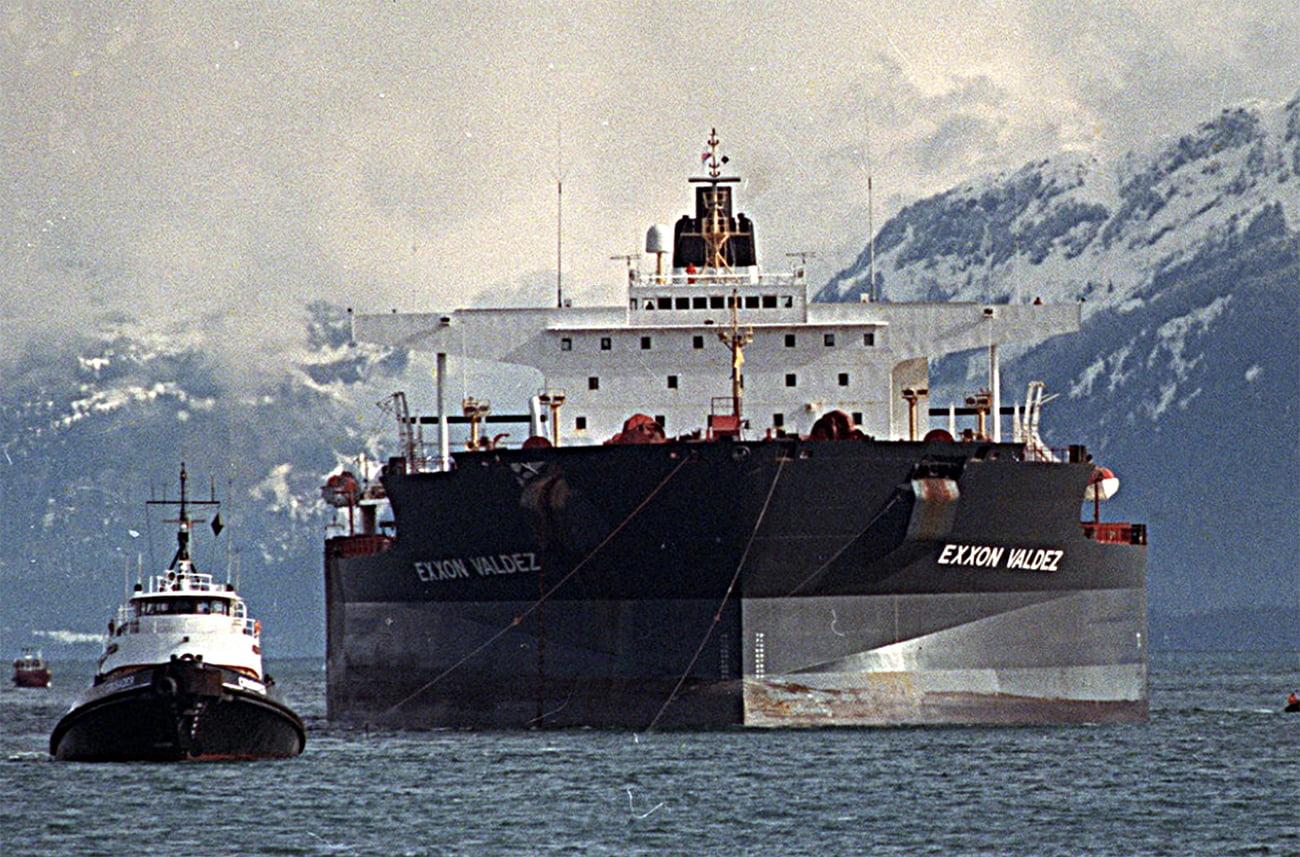 imagem do navio Exxon Valdez