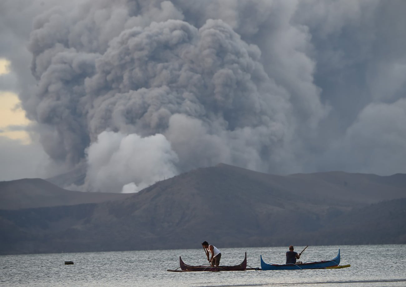 imagem de barcos no anel de fogo do Pacífico