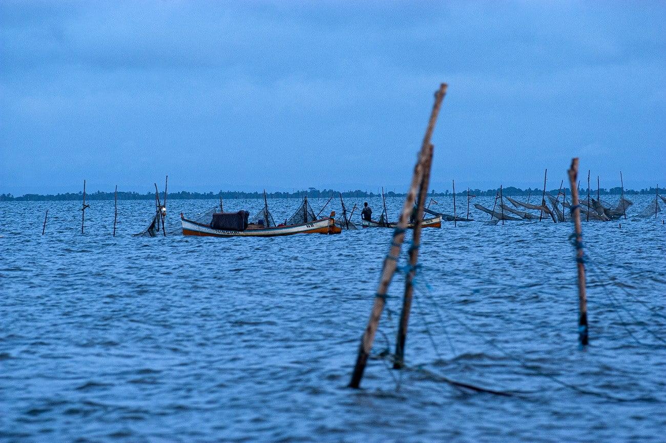 pescadores de camarão na Laguna dos Patos