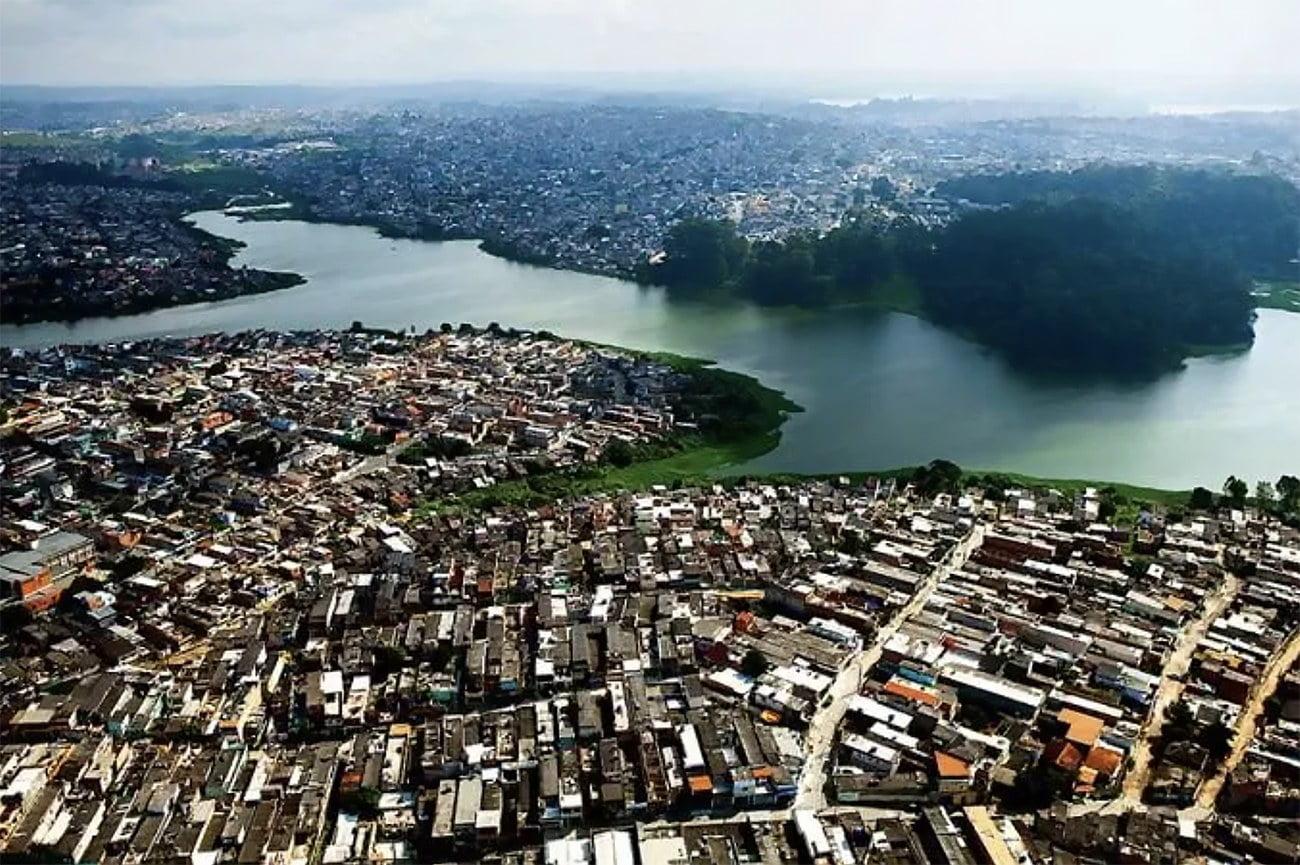 imagem de manancial ocupa irregularmente em São Paulo