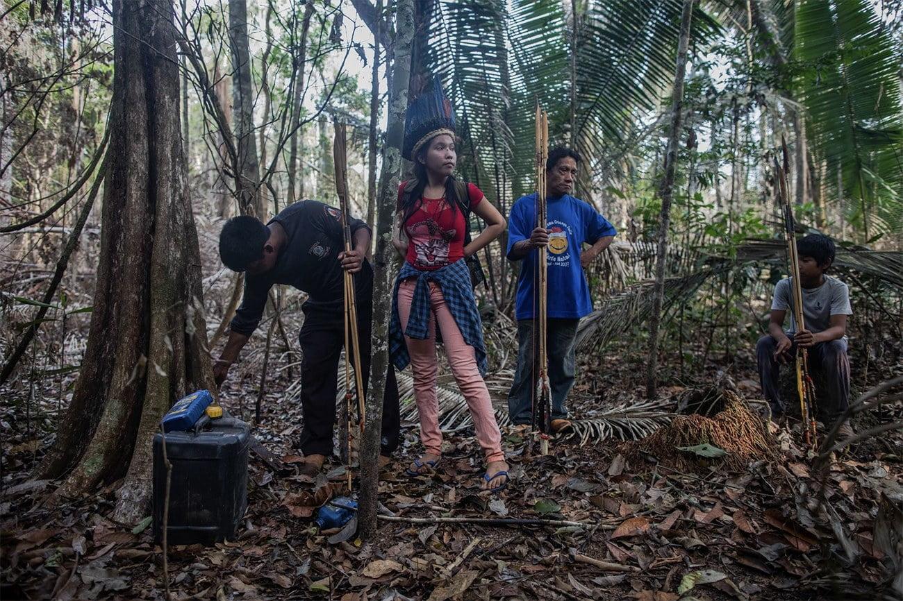 Imagem de índios na amazônia