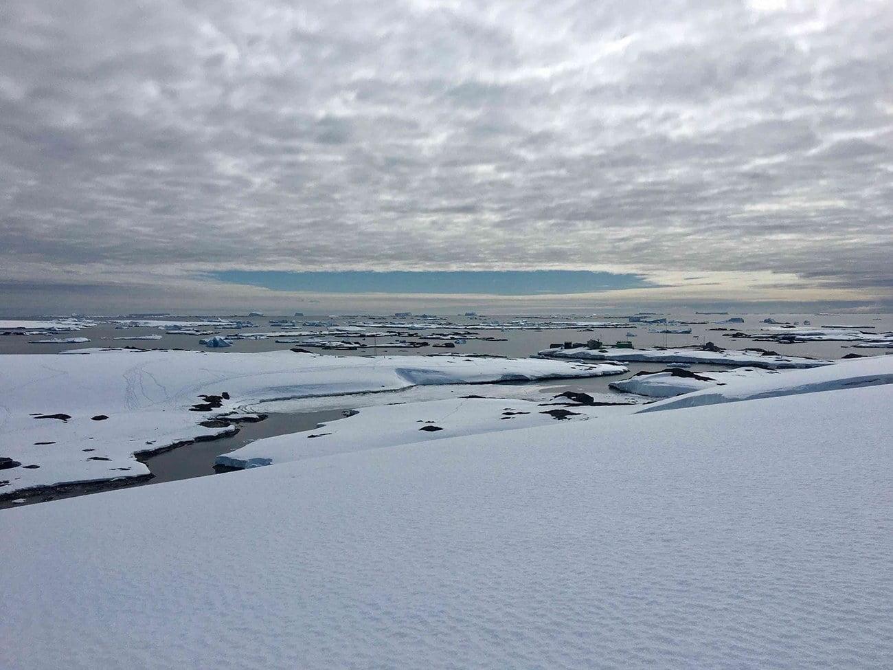 imagem da base ucraniana Vernadsky, na Antártica