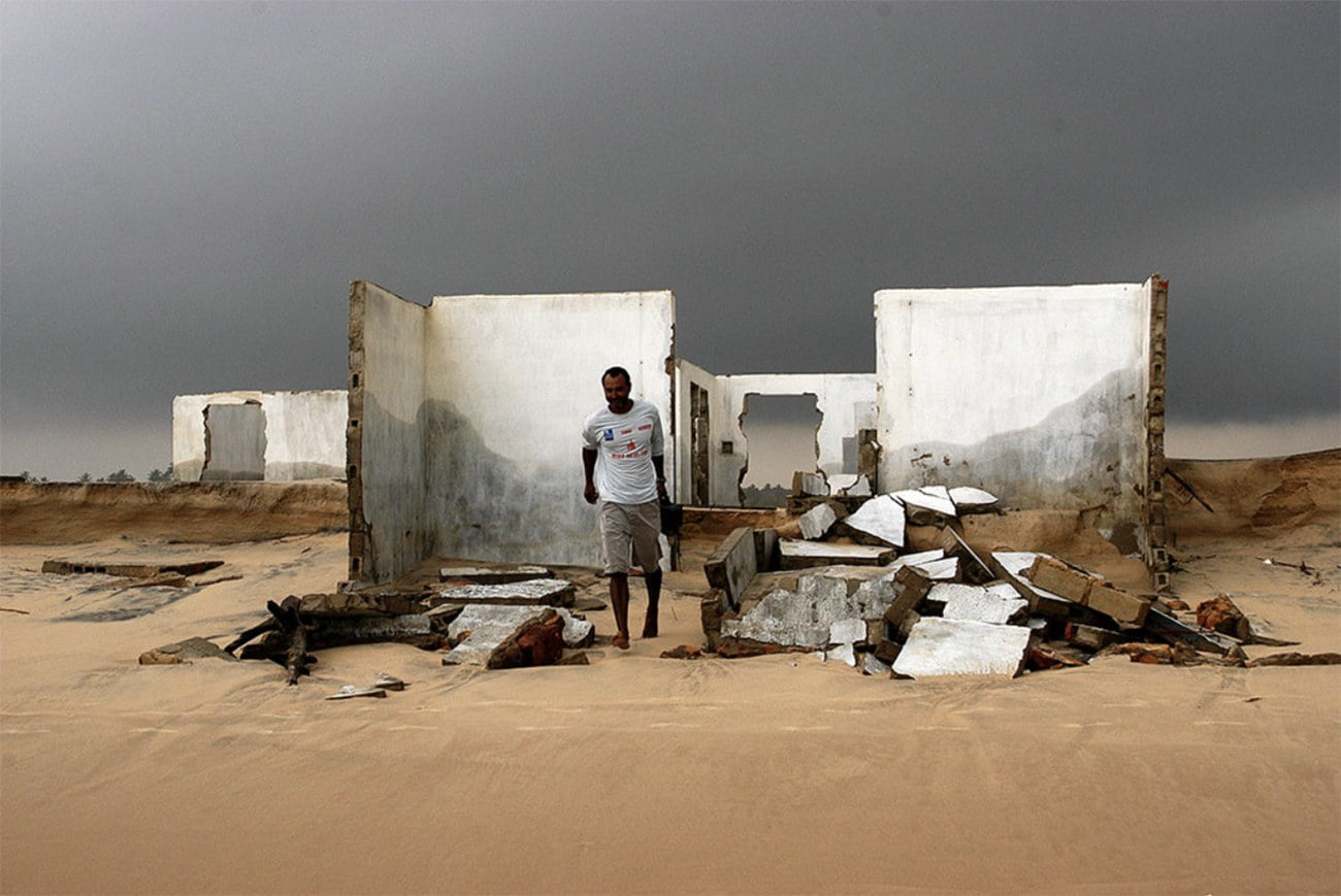 imagem de casa destruída pela erosão