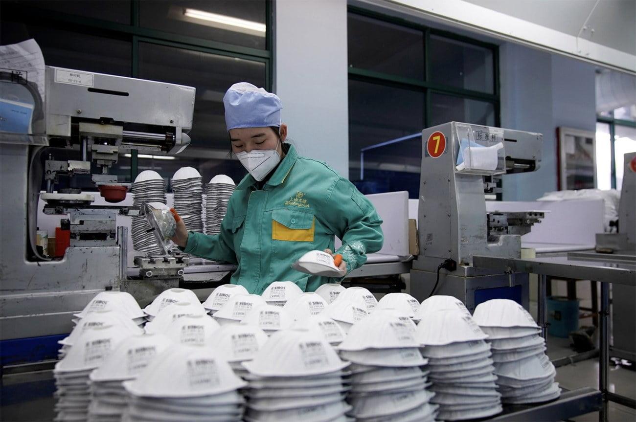 imagem de produção de máscaras faciais na China