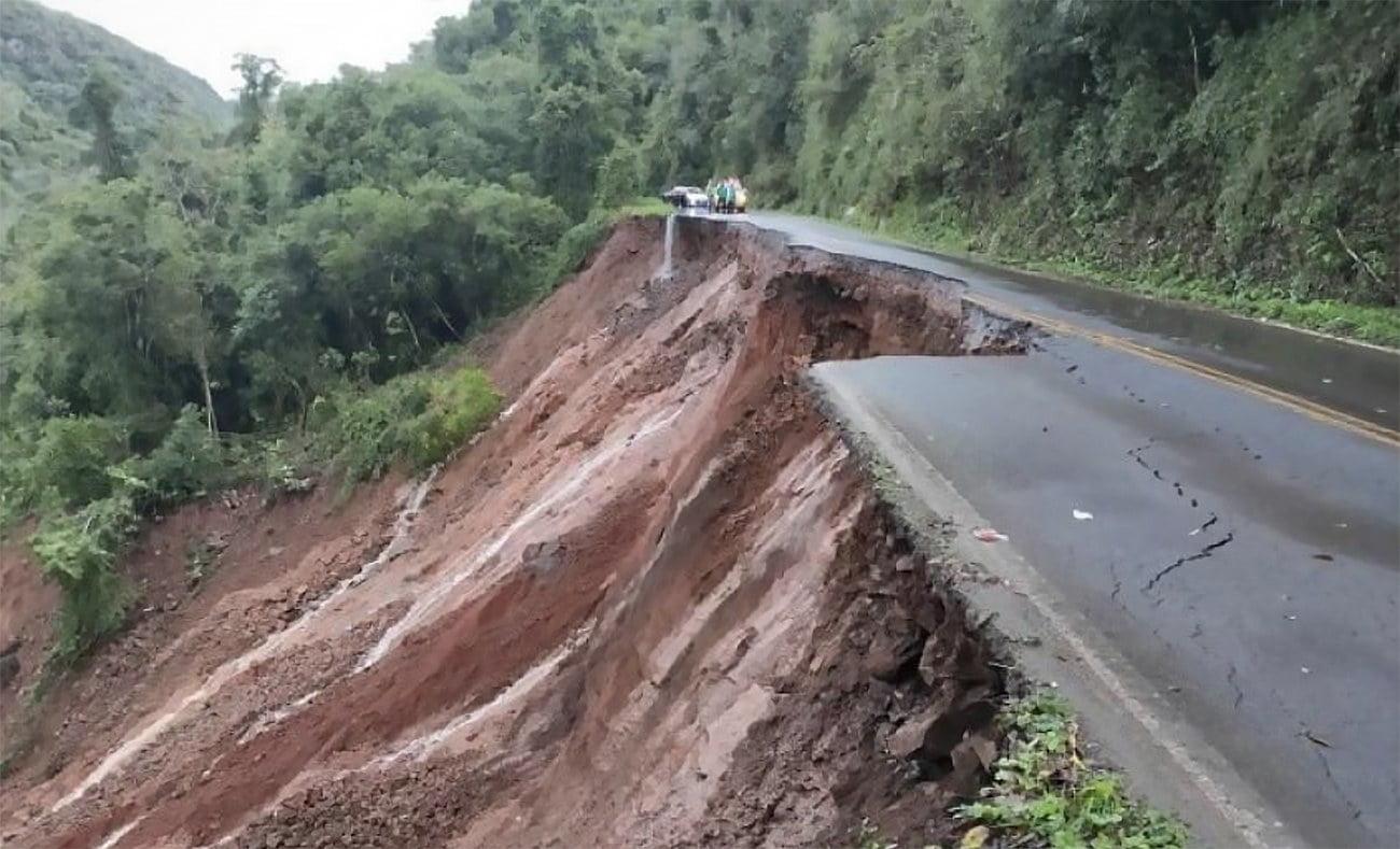 imagem de estrada destruída