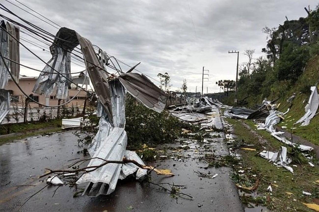 imagem de Chapeçeo destruída pelo ciclone bomba