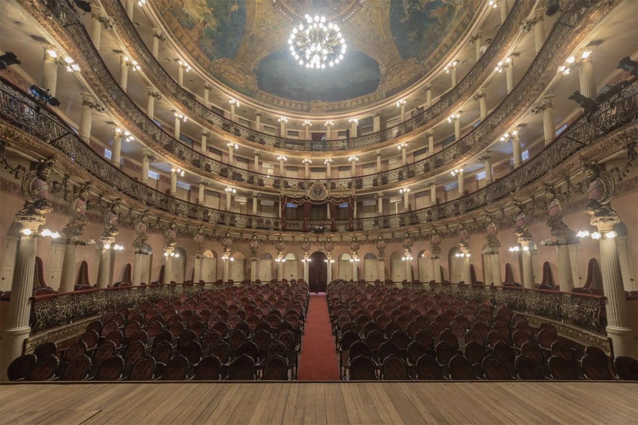 imagem do interior do Teatro Amazonas.