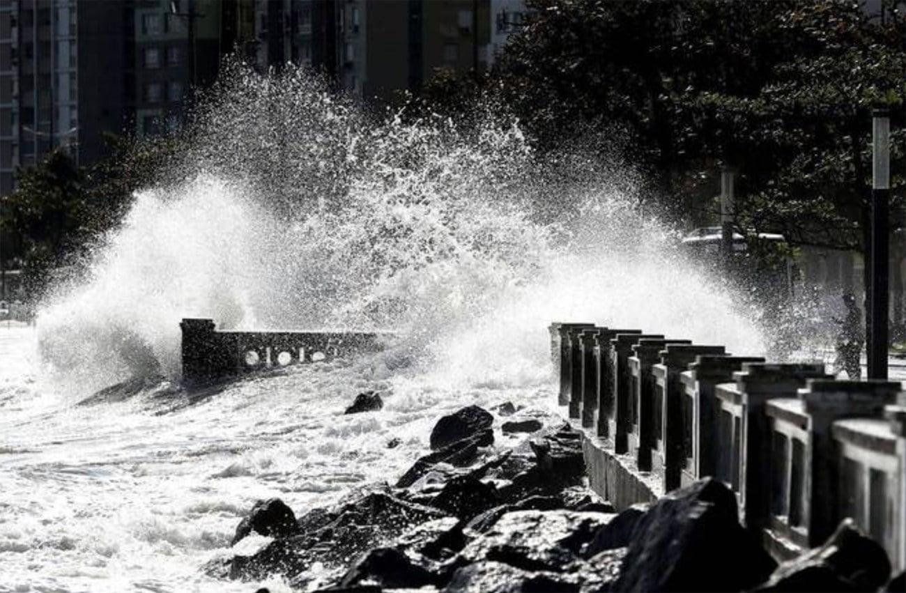 imagem de ressaca provocada pelo ciclone bomba em Santa Catarina
