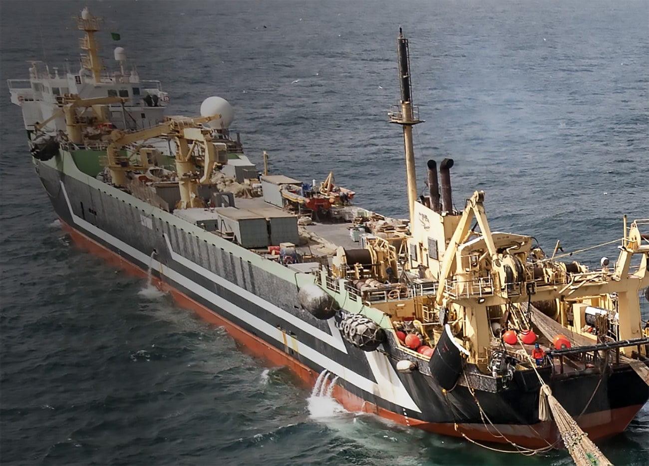 imagem de navio pesqueiro chinês