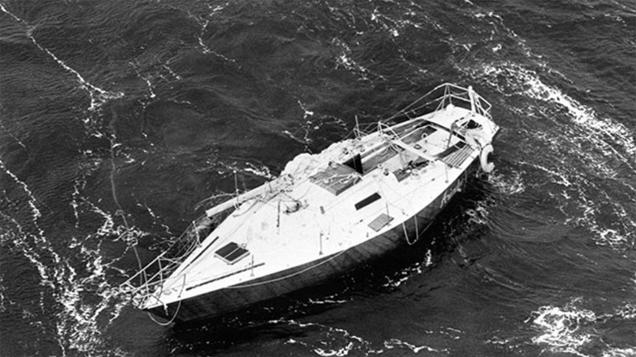 imagem de veleiro sem mastro