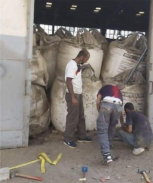Imagem da carga do navio Rhosus que provou a tragédia no Líbano