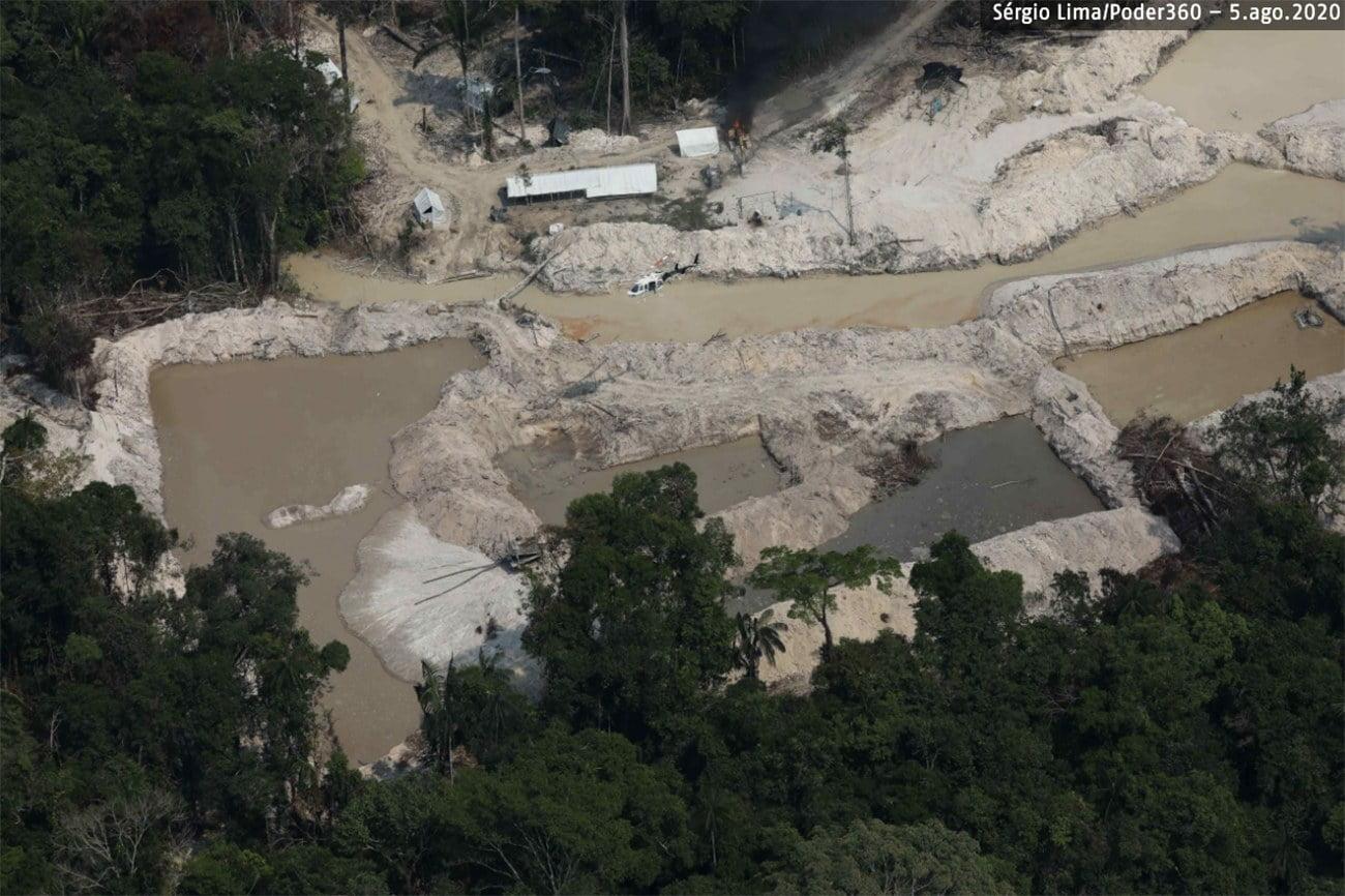 Imagem aérea da destruição do garimpo ilegal na Amazônia