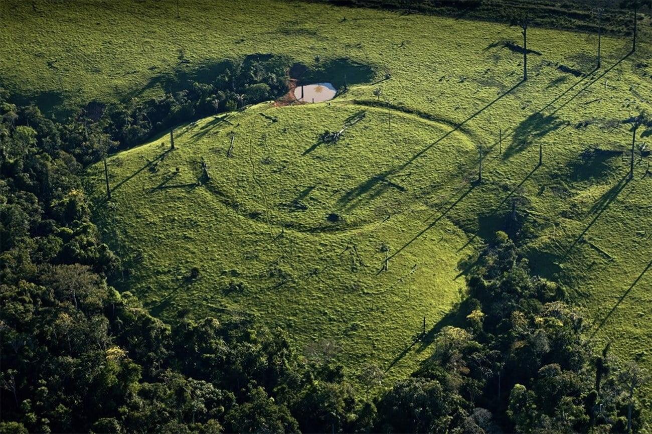 imagem de geoglifos na Amazônia