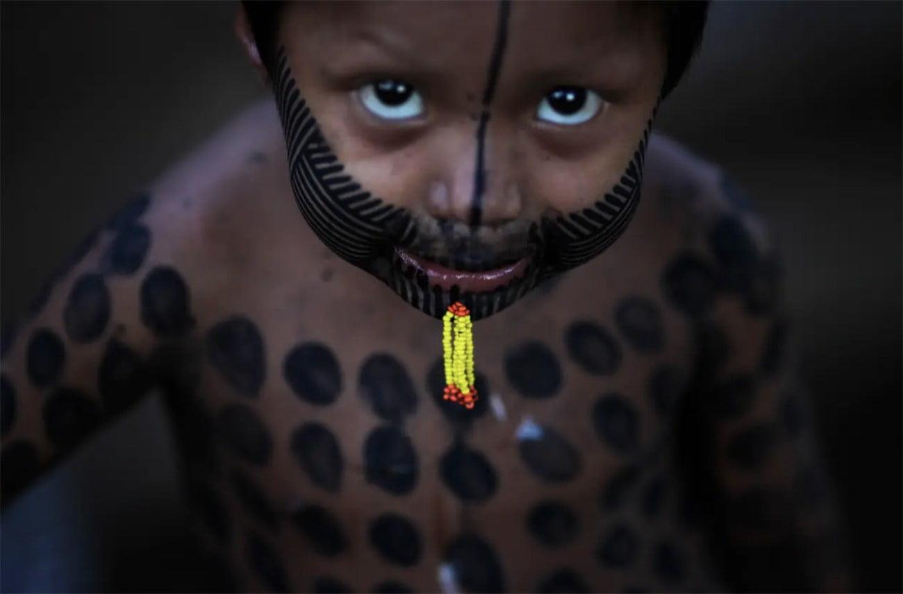 imagem de criança caiapó
