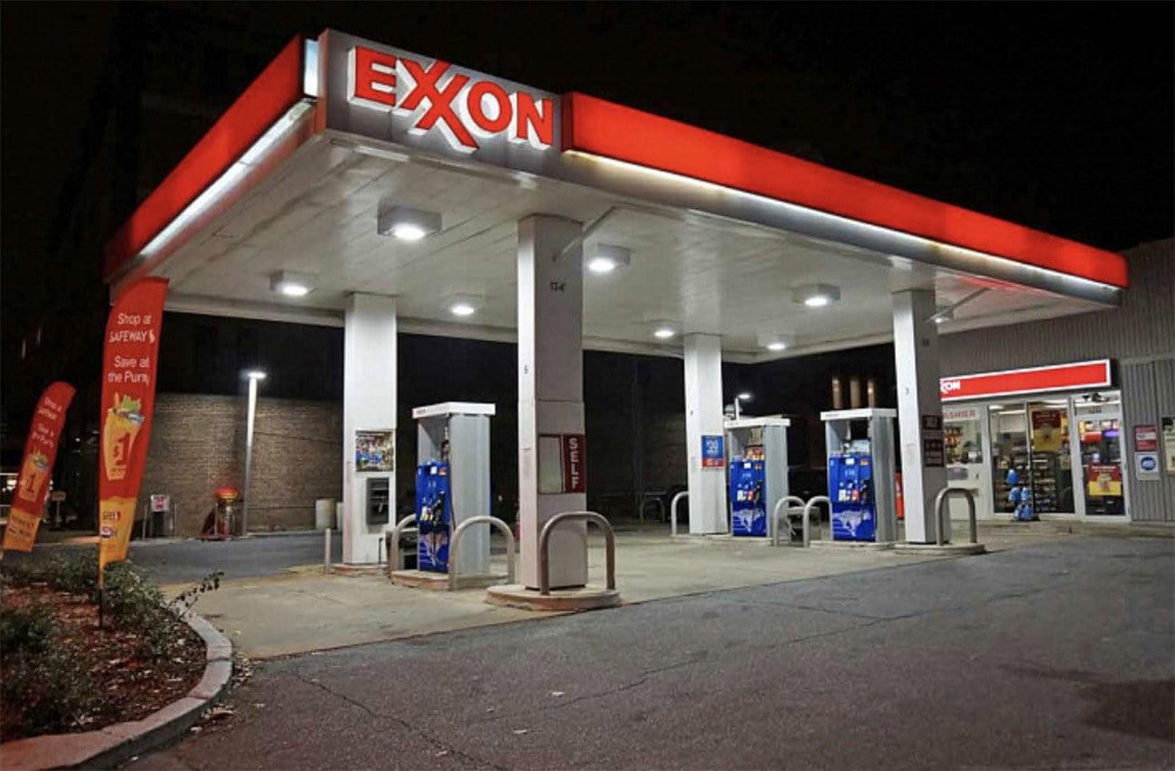 imagem de posto de combustível da Exxon