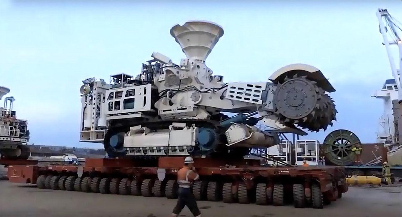 imagem de máquina de mineração submarina