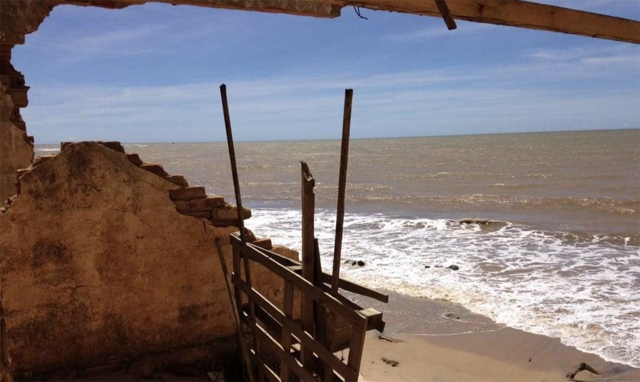 imagem de escombros de casa em Pontal. Atafona