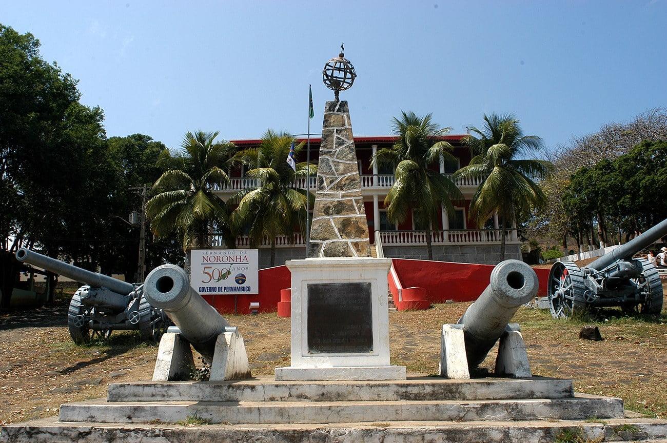 imagem da sede do governo em Fernando de Noronha