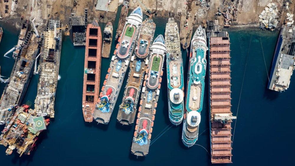 imagem de cemitério de navios de cruzeiro em Alanga, Turquia