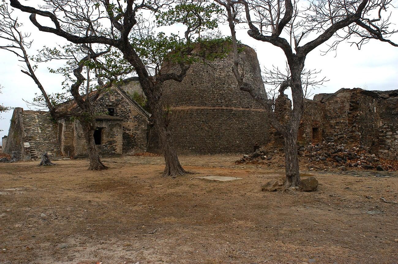 imagem de fortaleza em Fernando de Noronha