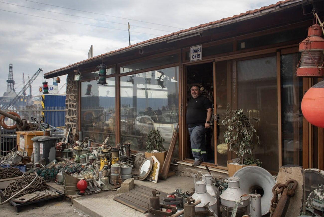 imagem de loja de equipamentos retirados de navios