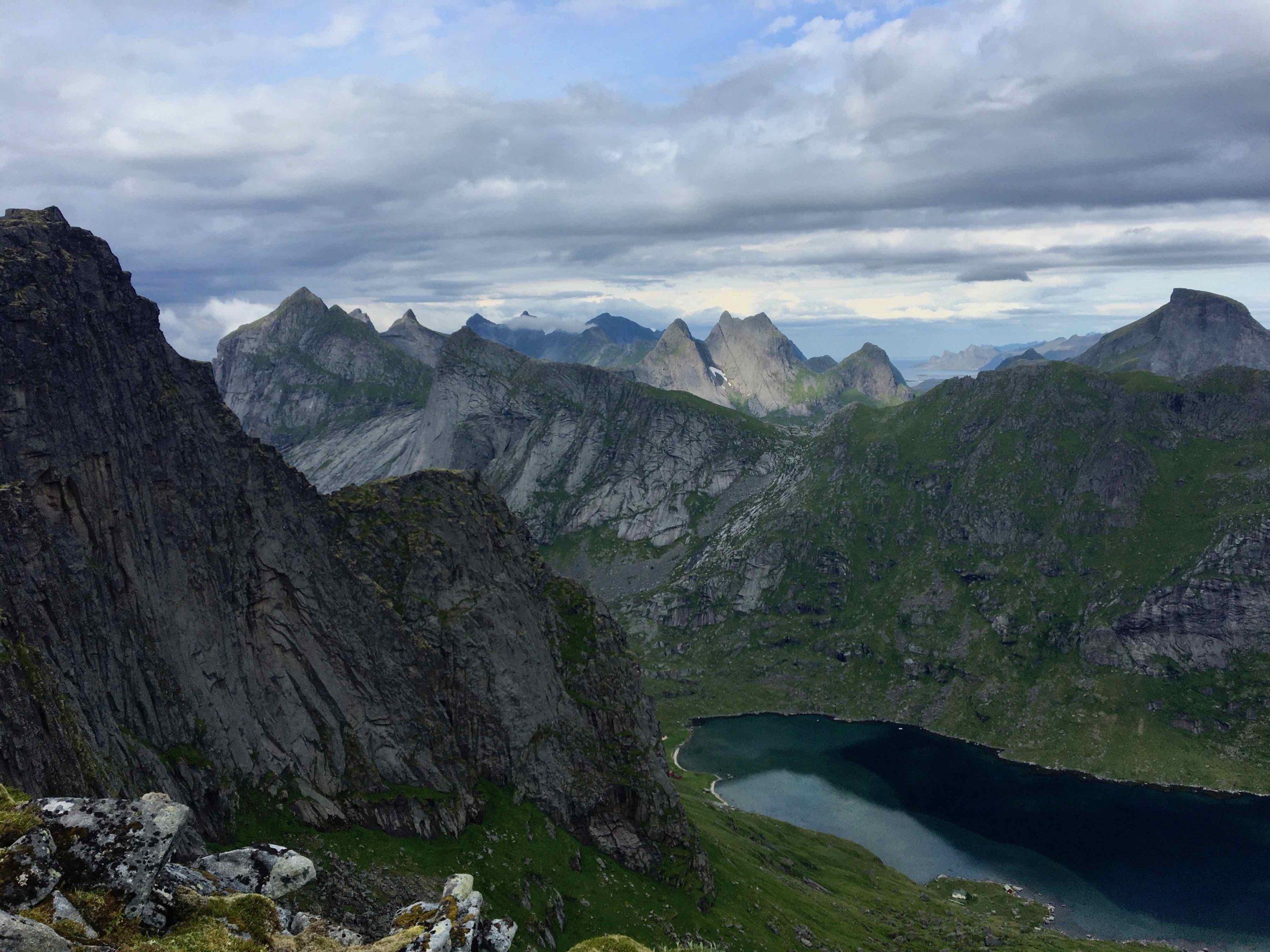 Imagem de montanhas em Lofoten