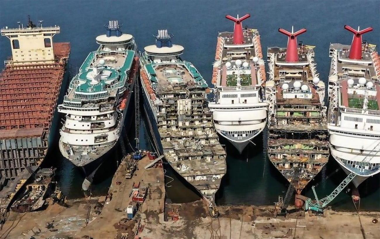 imagem de navios de cruzeiro desmontados