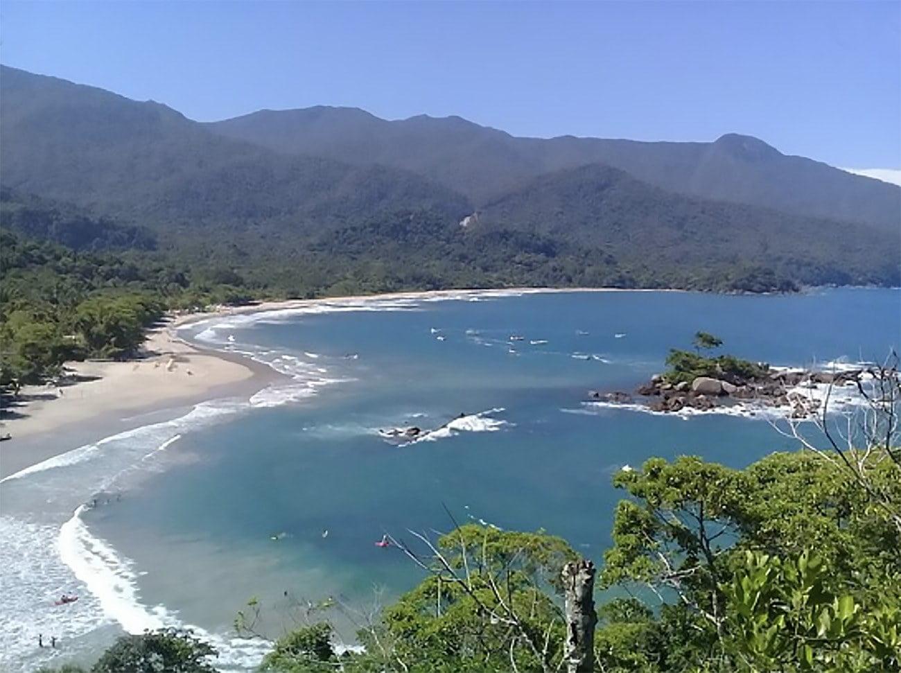 Praia e baía dos Castelhanos