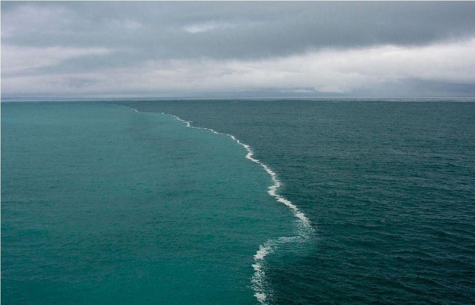 Imagem de aguas diferentes no golfo do Alasca