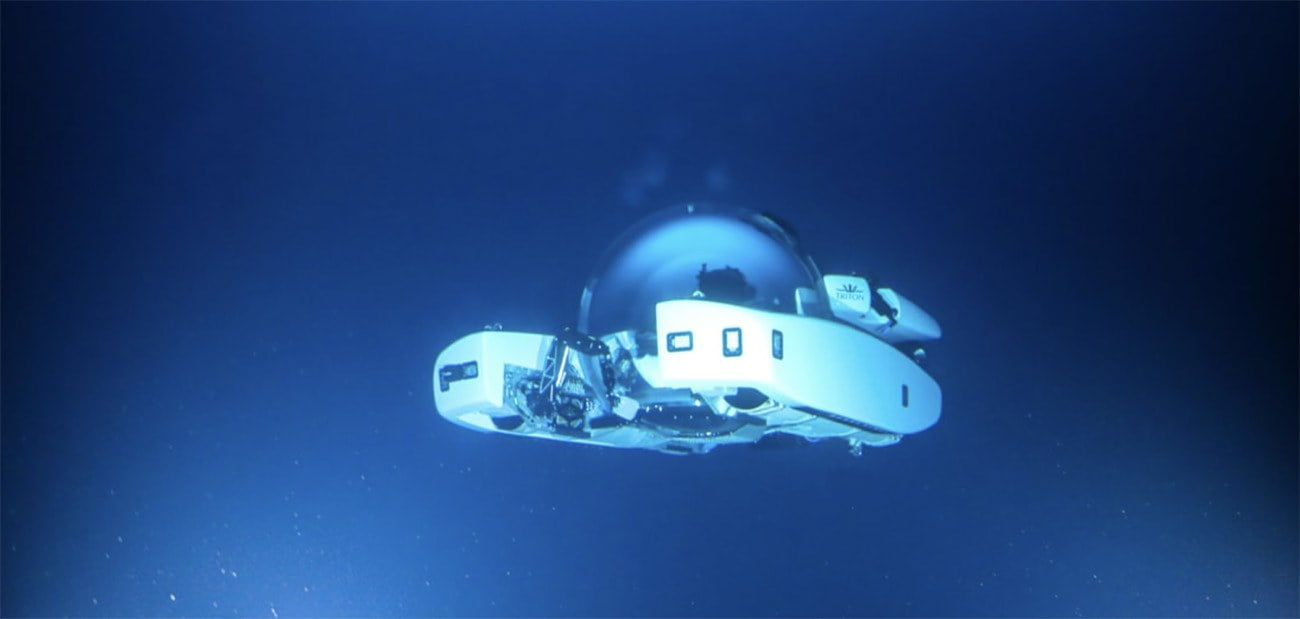Imagem de submarino debaixo d'água