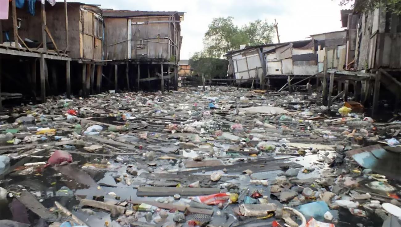 Imagem de Lixo do mar no litoral de Santos