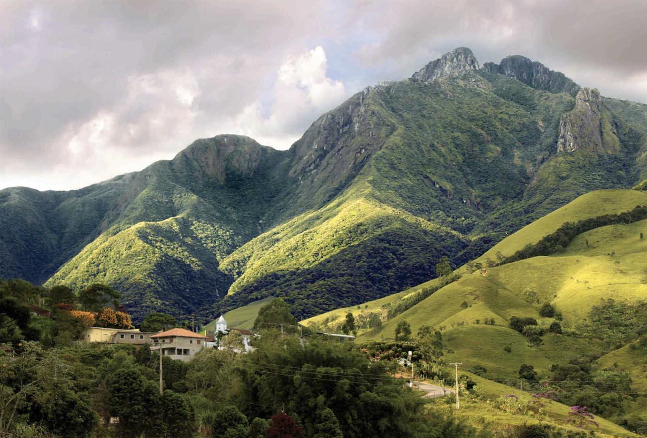 Imagem do Pico dos Marins agora transformado no Monumento Natural Mantiqueira