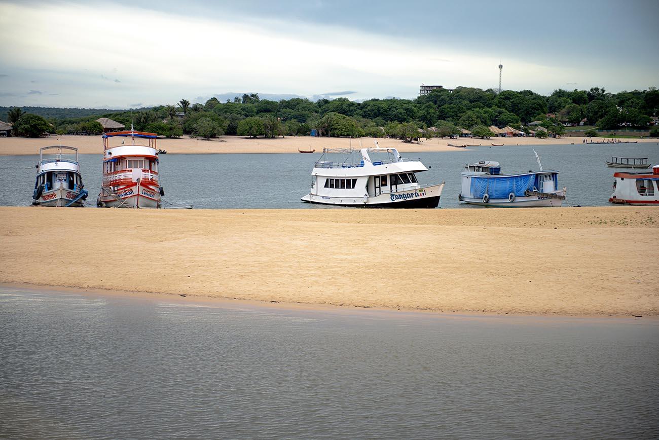Imagem de barcos em Alter do Chão