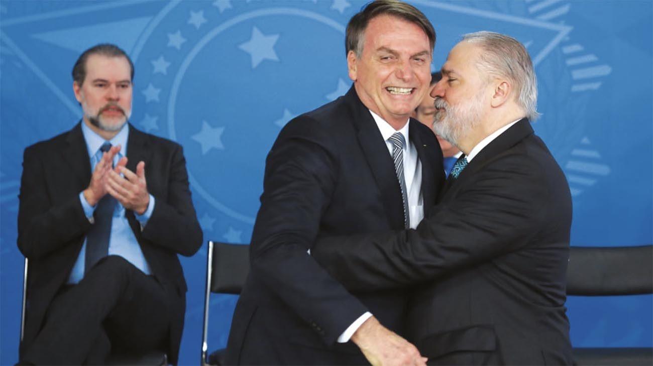 Imagem de Augusto Aras e Bolsonaro