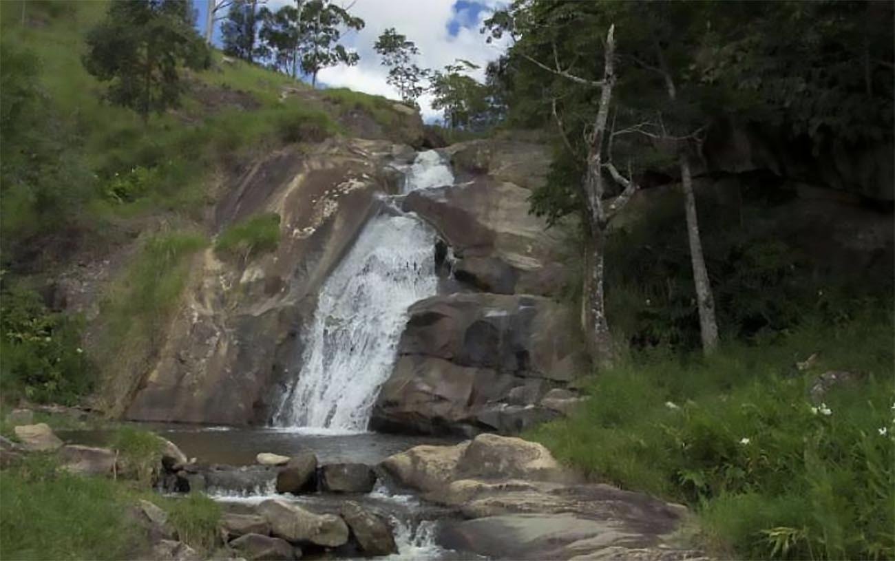 imagem da cachoeira Curiaco no Monumento Natural Mantiqueira