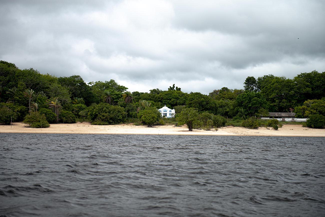 Imagem de igreja em comunidade da Amazônia