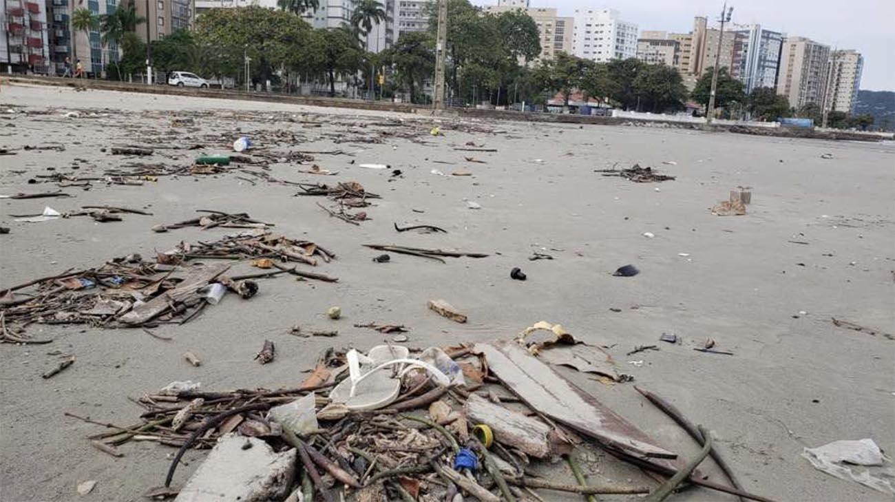 Imagem de lixo em praia de São Paulo