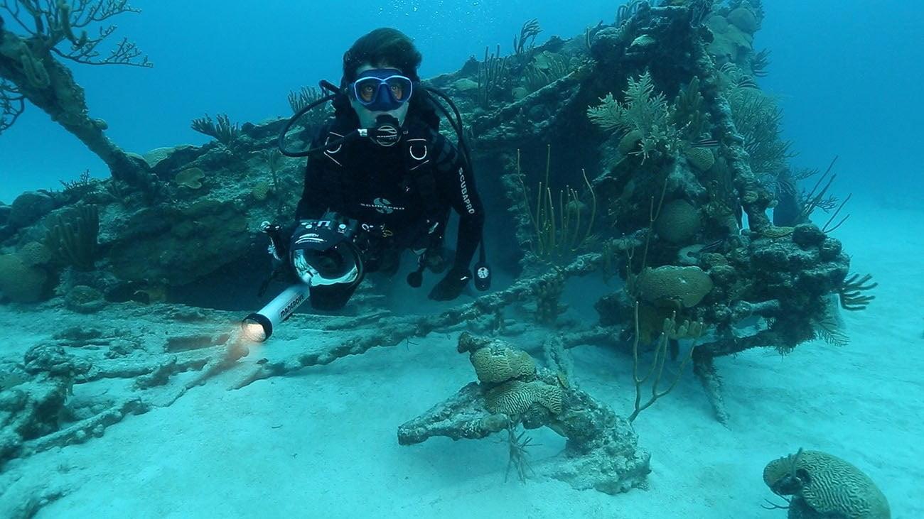Imagem de mergulho submarino para série mistérios dos oceanos