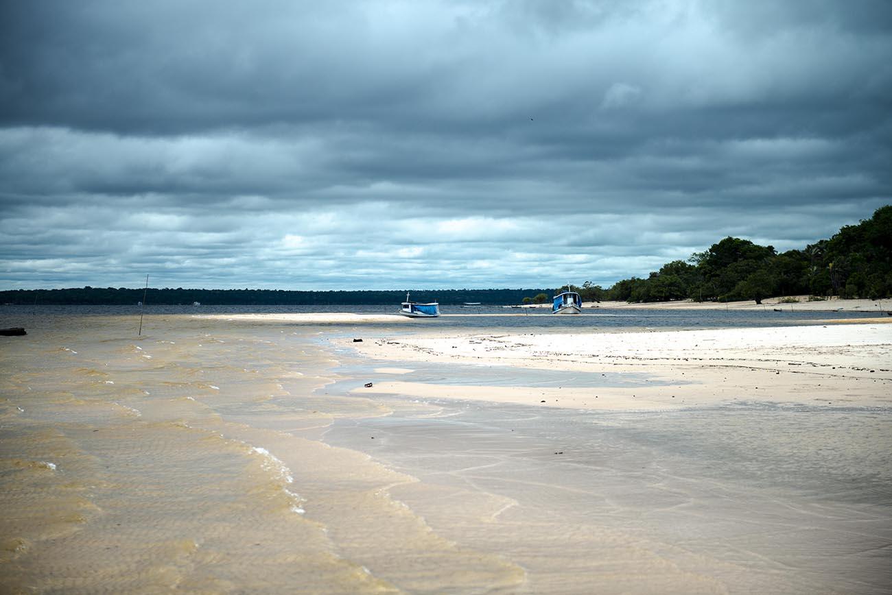 Imagem de praia no rio Arapiuns